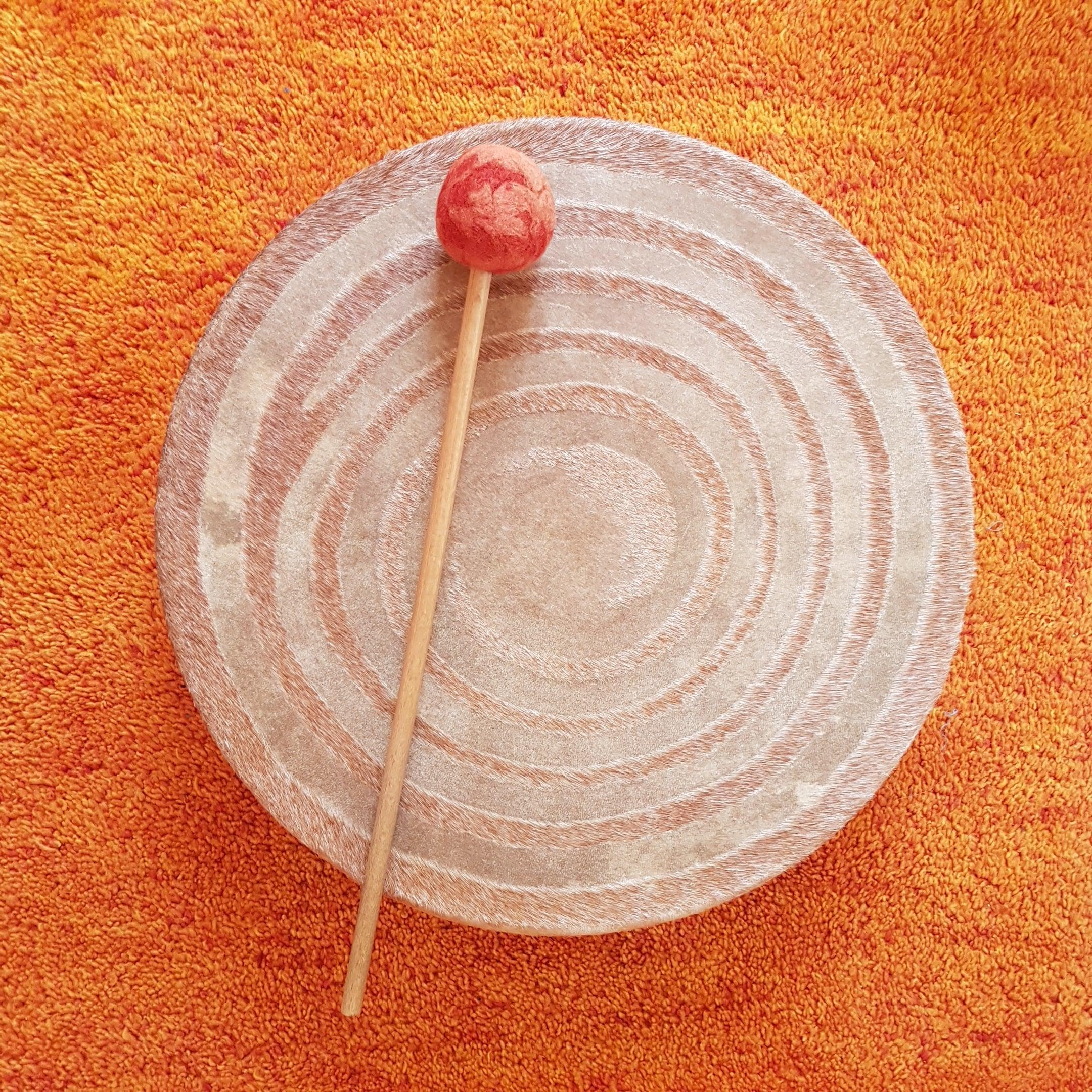 Das Bild zeigt eine Trommel mit der Du schamanisch reisen kannst